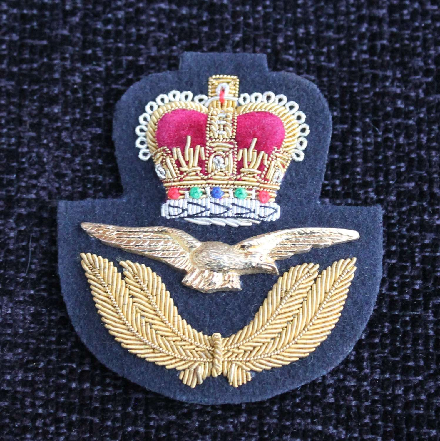 ER II Royal Air Force Cap Insignia