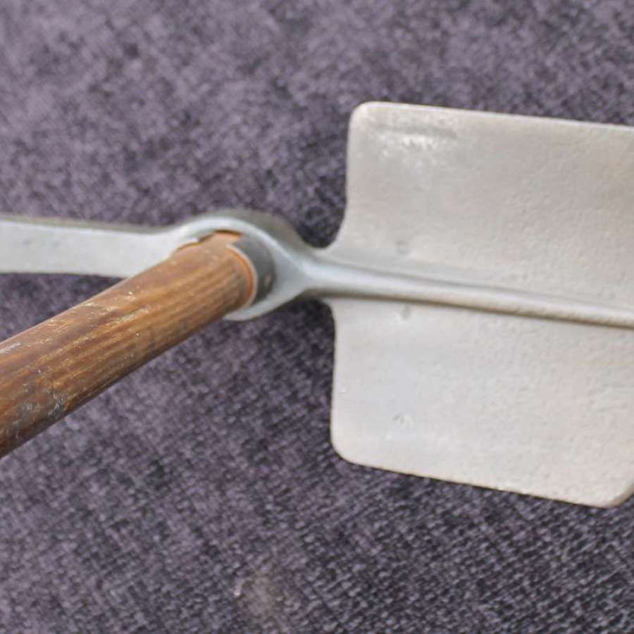 1915 dated Entrenching Tool